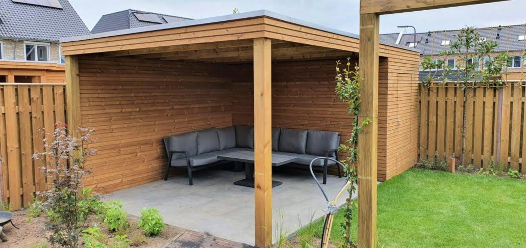 Houten overkapping in familie tuin in Rosmalen