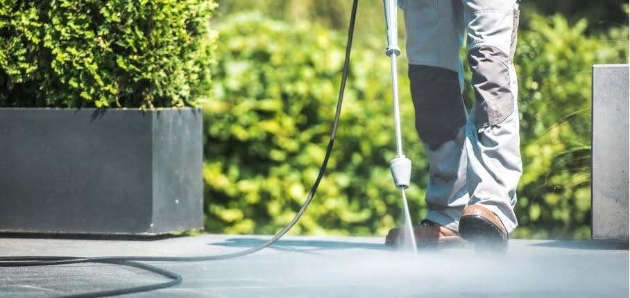 tips verwijderen groene aanslag op tuintegels