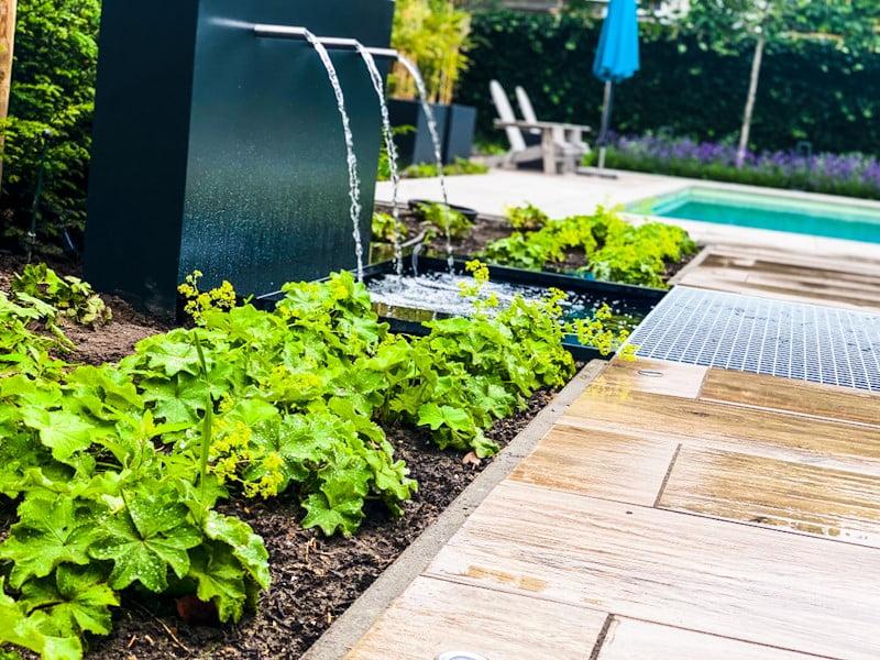 Waterval, spiegelvijver, beplanting
